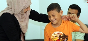 Suriyeli çocuk, 4 yıl sonra ilk kez duydu İşitme duyusunu kaybeden 9 yaşındaki Suriye'li çocuk 4 yıl sonra işitme duyusu ve konuşma yeteneğine yeniden kavuştu