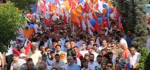 AK Parti sevdası engel tanımadı AK Parti Teşkilatının 'Sevgi Yürüyüşü'nde engelli vatandaş koltuk değnekleriyle yürüyüşün en ön sırasında yer aldı