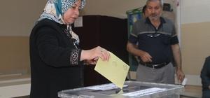 Elazığ, Bingöl ve Tunceli'de de oy kullanma işlemi başladı Tunceli ve Bingöl'de bazı noktalara oy pusulaları helikopterle gönderildi