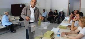 Vanlılar oy kullanmaya başladı