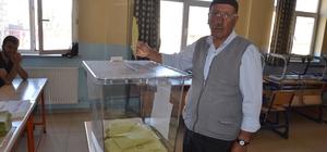 Yüksekova'da oy verme işlemi başladı