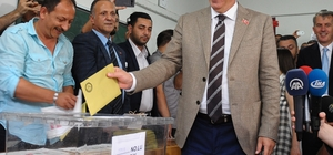 Cumhurbaşkanı adayı Muharrem İnce memleketi Yalova'da oy kullandı