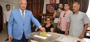 """Mersin'de oy verme işlemi olaysız devam ediyor Büyükşehir Belediye Başkanı Burhanettin Kocamaz: """"Cumhuriyet tarihinin en önemli seçimini yaşıyoruz"""""""
