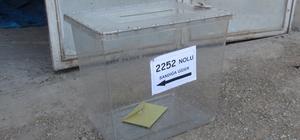 Ezidi köyünde 2 kişi oy kullandı