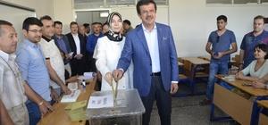 """Bakan Zeybekci oyunu Denizli'de kullandı Ekonomi Bakanı Nihat Zeybekci: """"İnşallah güzel bir kampanyadan sonra sonuçlar da güzel bir sonuç olur"""" Kentte 747 bin 897 seçmen sandık başına gidecek"""