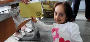 Türkiye'nin en kısa boylu kadını oyunu kullandı
