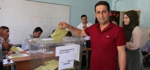 Şemdinli'de oy verme işlemi sorunsuz bir şekilde devam ediyor