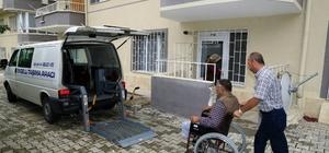 Engelli taşıma aracı ile sandıklara taşınan vatandaşlar oylarını kullandı