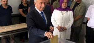 """Vali Süleyman Kamçı: """"5 bin güvenlik görevlimiz sahada görevin başındadır"""" Vali Süleyman Kamçı  eşi ile beraber oy kullandı"""