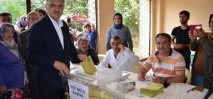 AK Parti Giresun Milletvekilleri Cemal Öztürk ve Sabri Öztürk oylarını kullandı