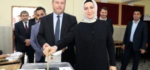 Başkan Palancıoğlu oyunu eşi ve partililerle kullandı