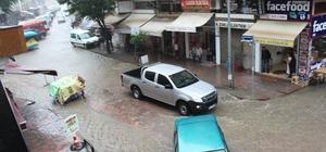 Ünye'de sağanak yağış vatandaşlara zor anlar yaşattı