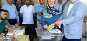 AK Parti 1. Sıra Van Milletvekili adayı Gülaçar oyunu kullandı