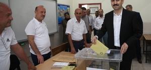 Başkan Eroğlu, 1237 nolu sandıkta oy kullandı
