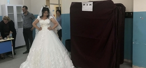 Düğün salonundan önce sandığa geldiler