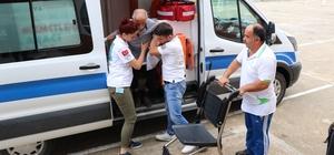 Diyaliz hastası 80 yaşındaki yaşlı adam oy kullanmaya ambulansla geldi Sakarya'da seçim süresince 100'ün üzerinde hasta ambulans ile oy kullanmaya götürülecek