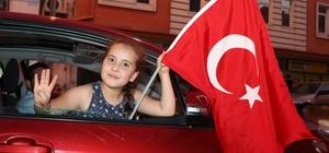 Nevşehir'de AK Parti İl Başkanlığı önünde kutlama yapılıyor