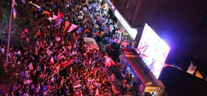 Eskişehir'de vatandaşlardan seçim kutlaması