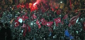 Cumhuriyet Meydanın da davullu zurnalı kutlama