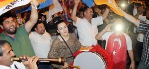 Samsun'da coşkulu seçim kutlaması Kadınlar davul çaldı, erkekler halay çekti