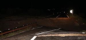 Sel suları köprüyü yıktı, karayolu ulaşıma kapandı