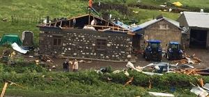 Kars'ta şiddetli fırtına çatıları yerinden söktü