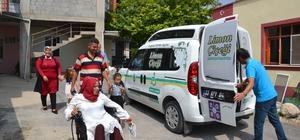 Engelli çift, engelsiz taksi ile nikah salonuna geldi