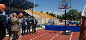 Burdur'da yaz spor okulları start aldı Yaz spor okullarının açılmasıyla çocuk ve gençler Gazi Atatürk Stadı'na koştu