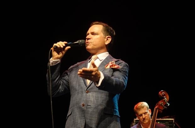 Kurt Elling, caz festivalinde sahne aldı