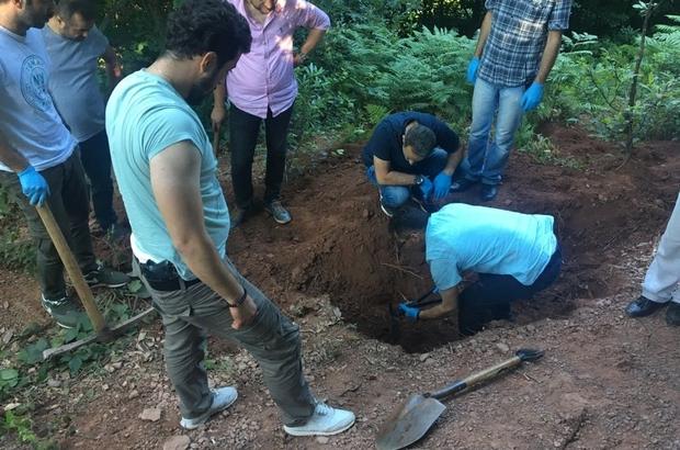 3 yıldır kayıp olan ve toprağa gömülü bulunan elektrikçi olayında sır perdesi aralandı Kızıltan iş yerinde öldürülüp poşete sarıldıktan sonra gömülmüş Şüpheliler Kızıltan'ı müşteri anlaşmazlığı için öldürdüklerini itiraf etti Kocaeli'de kurulan 12 kişilik özel ekip cinayeti çözdü