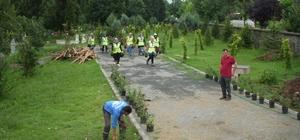 Kartepe'de mezarlıklarda çevre düzenlemesi yapıldı