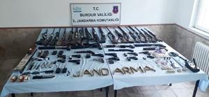 Burdur merkezli 3 ilde eş zamanlı 'yasadışı silah ticareti' operasyonu: 9 gözaltı Burdur, Isparta ve Afyonkarahisar'da 'yasadışı silah ticareti' operasyonu