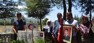 """Burdurlu şehidin ailesi, çocuklarının katilinin 20 yıl sonra öldürülmesiyle teselli buldu Burdurlu Şehit Mithat Akça'nın babası Ramazan Akça: """"Bugün bizim bayramımız"""" 1998 yılında şehit edilen askerin ailesi, çocuklarının mezarı başında dua etti"""