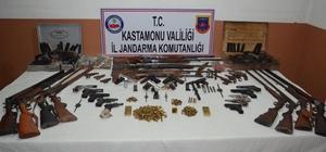 Kastamonu merkezli 6 ilde silah kaçakçılığı operasyonu Silah kaçakçılarına yönelik düzenlenen operasyonda gözaltına alınan 29 kişiden 8'i tutuklandı