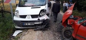Kastamonu'da otomobil ile minibüs çarpıştı: 2 yaralı