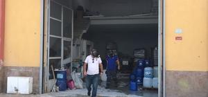 Gaz kokusunu fark eden esnaf açılmayan kepenge el attı Dükkandaki gaz kokusu ekipleri harekete geçirdi