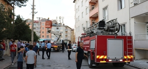 Sivas'ta patlama paniğe neden oldu Sivas'ta elektrik kontağından çıktığı tahmin edilen patlama ve sonrasında oluşan dumanın etkisiyle 2 kişi hastaneye kaldırıldı