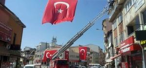 Sandıklı Belediyesi 15 Temmuz şehitlerini anma programı için ilçeyi bayraklarla donattı