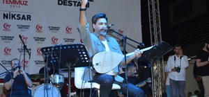 15 Temmuz etkinlikleri kapsamında Uğur Işılak Niksar'da konser verdi