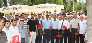 Ömer Halisdemir'in babası ve kardeşi Gebze'de şehitliği ziyaret etti