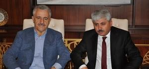 """AK Parti Kars Milletvekili Ahmet Arslan, """"Türkiye her zamanki gibi emin ellerde, gelecek hedeflediklerine de emin adımlarla yürüyor"""""""