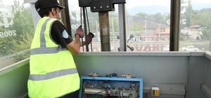 Yaya köprülerindeki asansör bakımları her ay yapılıyor