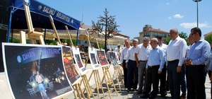 """Kula ve Salihli'de İHA'nın 15 Temmuz sergisine büyük ilgi Salihli Belediye Başkan Yardımcısı Mahmut Süreyya Karaoğlu: """"İhlas Haber Ajansı'na ölümsüzleştirdikleri o anlar için teşekkür ediyorum"""""""