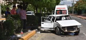 Otomobil ağaca çarptı: 5 yaralı