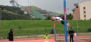 Atletizm 4. Uluslararası Sprint ve Bayrak Yarışmaları Kupası yoğun yağmur altında devam ediyor