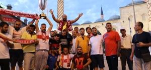 2018 Kırkpınar Şampiyonu Orhan Okulu hamam geleneğini bozmadı