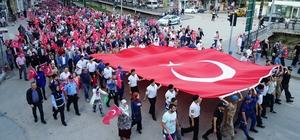 Asker, polis ve vatandaş el ele Türk bayrağını taşıdı Kastamonu'da binlerce vatandaş demokrasi nöbetinde buluştu