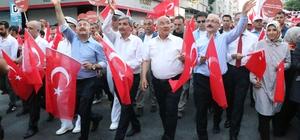 Mersin'de 15 Temmuz yürüyüşü 15 Temmuz Demokrasi ve Milli Birlik Günü dolayısıyla şehitleri anmak için yürüyüş düzenlendi