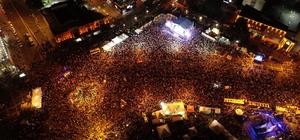 Kayseri'de 15 Temmuz Demokrasi ve Milli Birlik Günü kutlamaları Kayserililer Cumhuriyet Meydanına akın etti