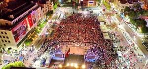 Manisalılar 15 Temmuz'da yine meydanı doldurdu On binlerce vatandaş 15 Temmuz şehitleri için yürüdü